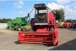695 Комбайн зерноуборочный Massey Ferguson 16